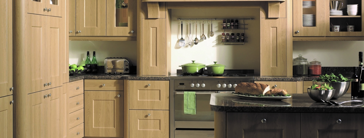 Bella Cambridge oak country kitchen